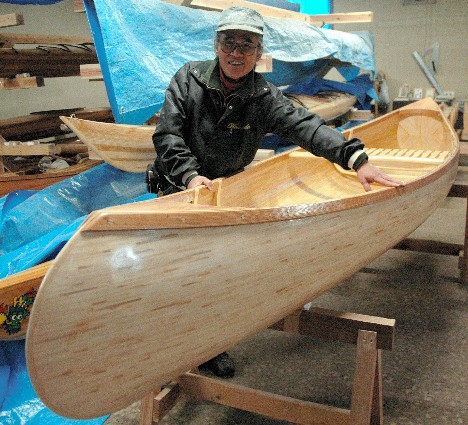 Man Makes a Canoe from Recycled Bamboo Chopsticks